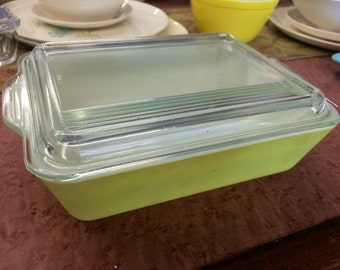 Large yellow Pyrex Refrigerator Dish with Lid