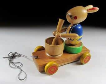 Wooden Tsukimi Pull Toy