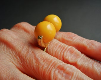 Vintage bakelite ring 7, bakelite ring 7, yellow bakelite ring, vintage bakelite ring, bakelite ring, butterscotch bakelite ring