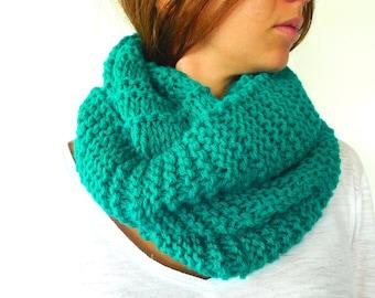 Bufanda de cuello hecha a mano. Cuello verde para mujer. Moda invierno. Bufandas tejidas. Ideas para regalar para ella // Accesorios de moda