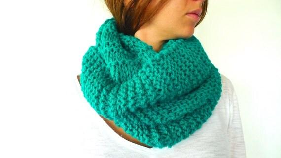 Bufanda de cuello hecha a mano. Cuello verde para mujer. Moda invierno.  Bufandas