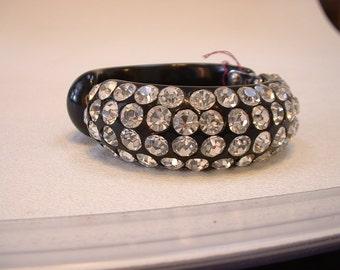 Vintage Weiss-like Thermo Plastic Rhinestone Clamper Bracelet (E17)