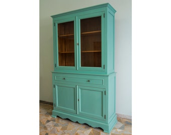 Cupboard lacquered in green