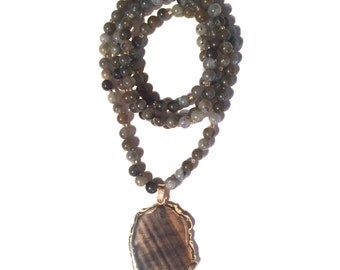 Labradorite Beaded Necklace with Agate Pendant