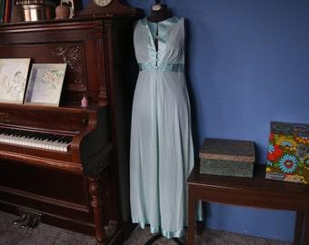 Vintage Gossard Artemis Nightgown. Valentine's Lingerie. Size Small. Blue. Nylon. SLip. NIghtie. Nightgown.Nylon Nightie. Goddess. Pin Up.