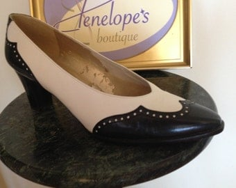 Vintage Stuart Weitzman Spectator court pump early 80's excellent condition sz 9-9.5 has the look of the 50's