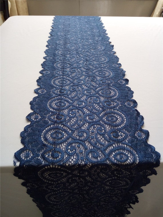 Chemin de table bleu marine chemin de table dentelle for Chemin de table bleu