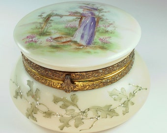 Wavecrest,Wavecrest in Vintage, Wavecrest in Antique,Wavecrest Porcelain,Wavecrest Dresser Box