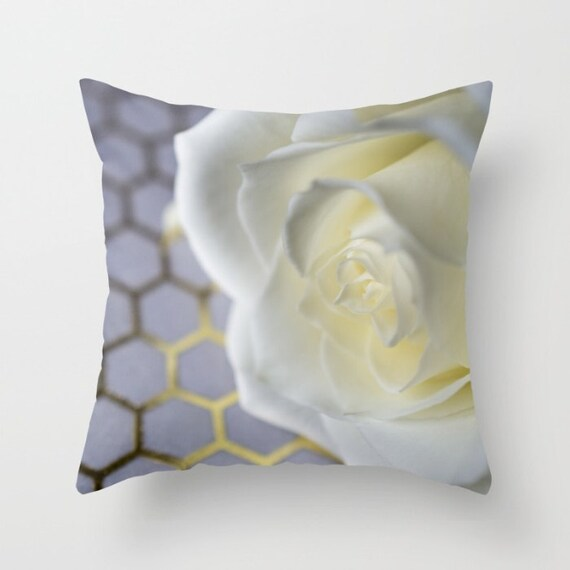 White and Gold, Throw Pillow Cover, Macro Photography, Flower Images, Home Decorations, Modern Photos, Decorative Pillow, Indoor Outdoor
