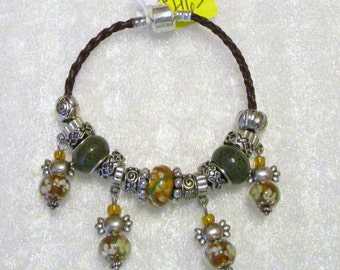 465 - CLEARANCE - Green & Gold Dangle Bracelet