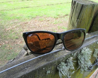 Vintage Bill Bass sunglasses for the 80's. Free shipping.
