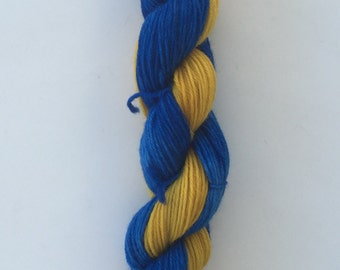 Hand Dyed Yarn SW Worsted weight | self striping yarn |100% SuperWash merino wool | 100 grams | Blue and Gold / super soft
