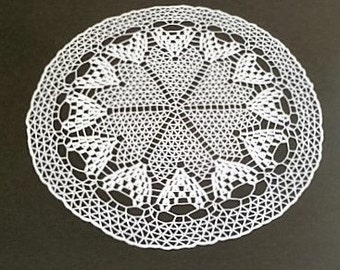 Delicate crocheted Doilies/Doilies with heart motifs in white, round