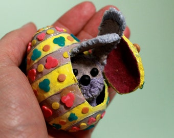 EASTER EGG with little door and rabbit inside!