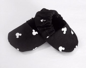black and white Mickey Mouse baby booties, mickey mouse baby shoes, mickey baby booties