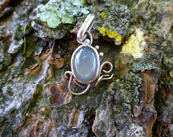 "Elven Pendant ""Hera"" - Grey Moonstone and sterling silver"
