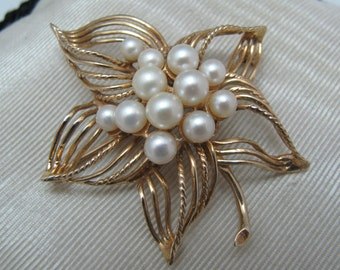 Beautiful 14k Yellow Gold Wire Leaf Brooch with Pearls in the Center