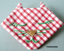 PIN origami embroidered red and white gingham cat's head