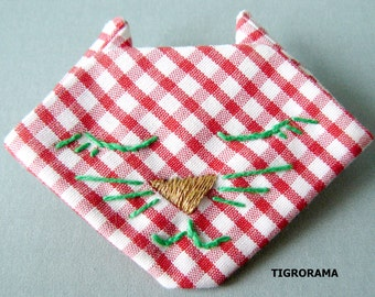 PIN origami embroidered red and white gingham cat