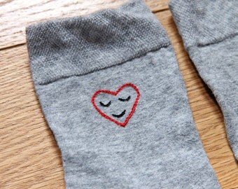 Heart embroidered socks / Chaussettes brodées coeur