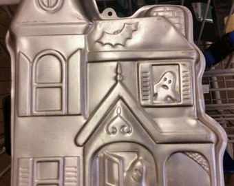 VINTAGE 1983 Wilton Haunted House Halloween Cake Pan 502-2464 with instructions