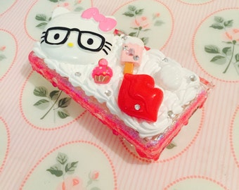 Reduced to Clear - Hello Kitty DS Lite Decoden Case