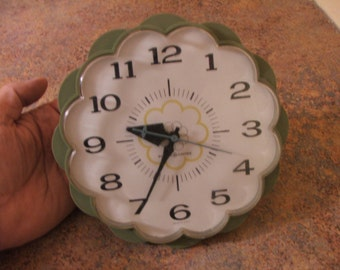 Vintage 1960s General Electric GE Olive Green Daisy Flower Electric Clock