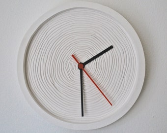 Minimalist clock based on wood rings