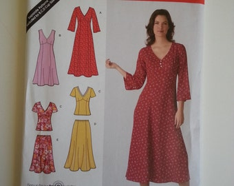 Maxi Dress / V neck / sleeveless/ princess seam /A Line Dress 2007 sewing pattern, Bust 32 34 36 38 40, Size 10 12 14 16 18, Simplicity 3827