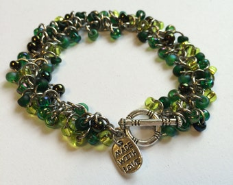 Beaded chainmaille bracelet - Shaggy bracelet in Evergreen