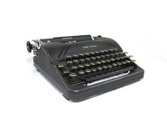 Black 1940s Smith-Corona Sterling Working Typewriter & Case
