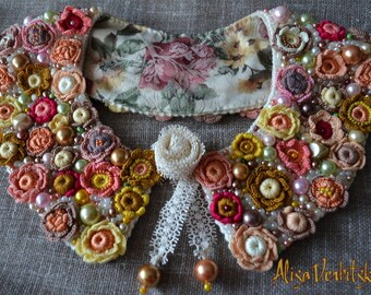 Collar. Bracelet. Crocheted flowers. Beads. Tapestry. Lace.