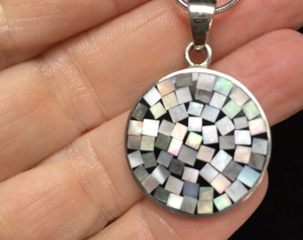 Sterling silver pendant inlayed with mother of pearl