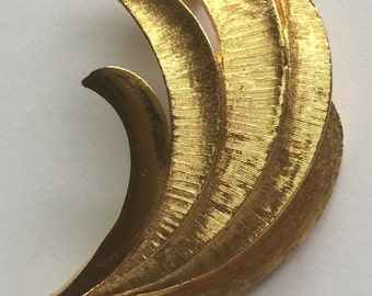 Vintage Signed Coro Gold Tone Sheaf of Leaves Brooch