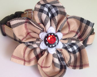 Beige Plaid Flower Collar for Female Dogs and Cats