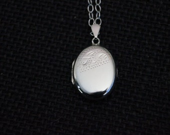 Vintage Sterling Silver Locket with chain - 1974 Vintage Silver locket - Vintage Locket - Vintage Jewelry - Vintage Sterling Silver locket