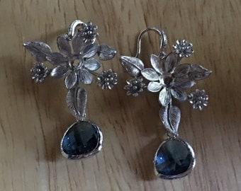 Flower earrings in silver