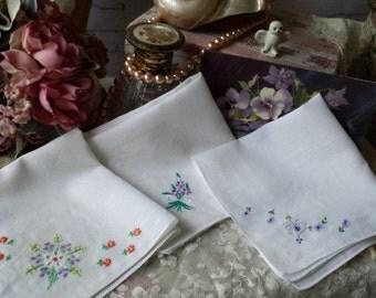 3 Pretty Vintage Embroidered Flowers Hankies Handkerchief Crafting