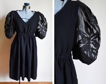 Medium Vintage Morton Myles For The Warrens Dress with pockets!