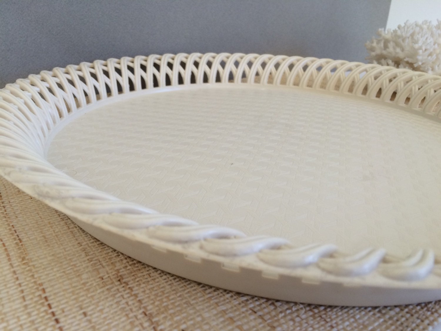 vintage round tray plastic tray large by palmtreesandpelicans. Black Bedroom Furniture Sets. Home Design Ideas