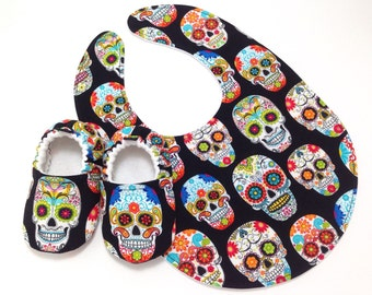 Sugar Skulls Baby Shoes and Bib Gift Set, Soft Sole Baby Shoes, Baby Booties,Day of the Dead, Dia de los Muertos, Toddler slippers,Halloween