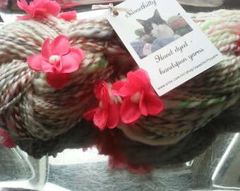 Handspun art yarn with flowers