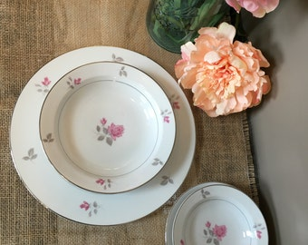 Vintage Maxine by Wyndham fine china, Japan. 4 piece set, pink floral, Dinnerware