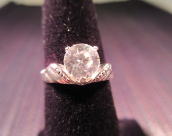 Vintage Sterling Silver CZ Ring - size 5 and weighs 2.3 grams