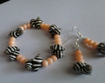 Shell and glass bead bracelet and earrings