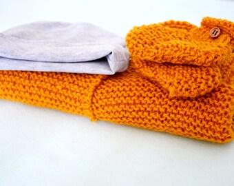 To order, kit together birth vest, slipper and hat
