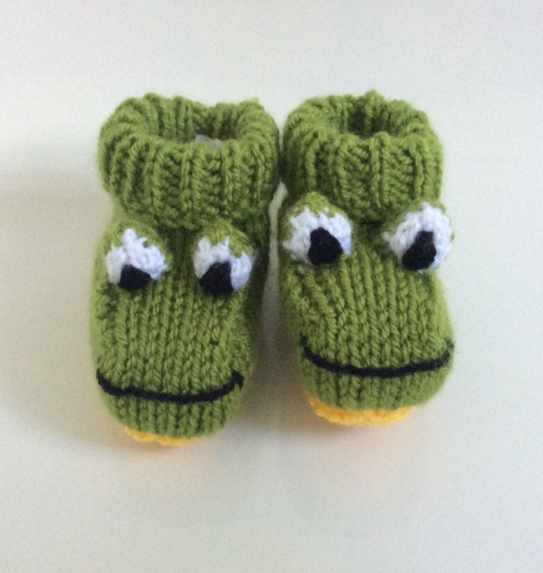 Knitting Pattern For Frog Slippers : Frog knitted baby booties knitted socks shoes handmade unisex