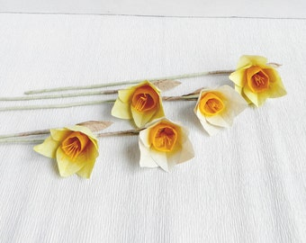 Five pieces of yellow and white paper daffodils, paper daffodils, paper flowers