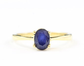 Handmade sapphire solitaire ring in 18 carat yellow gold for her
