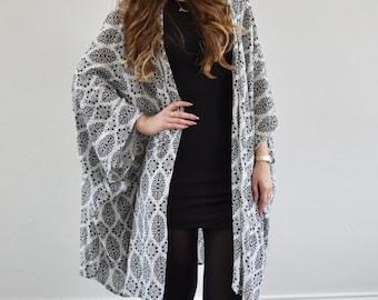Black & white printed oversized kimono
